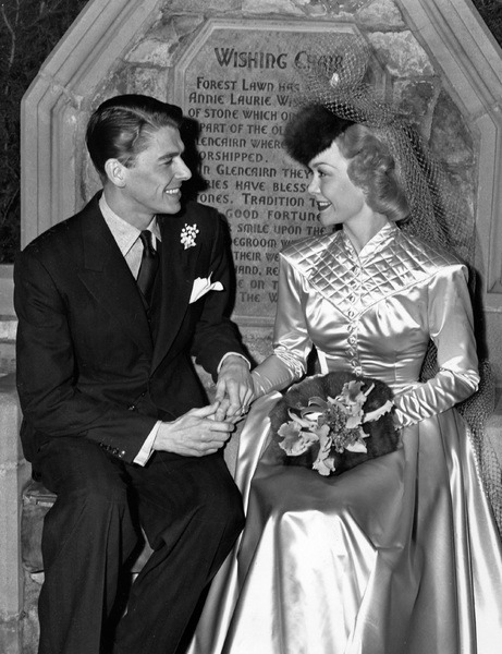 1940. Ronald Reagan and Jane Wyman on their wedding day on January 26, 1940 - p873